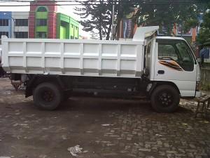 Dump truk isuzu