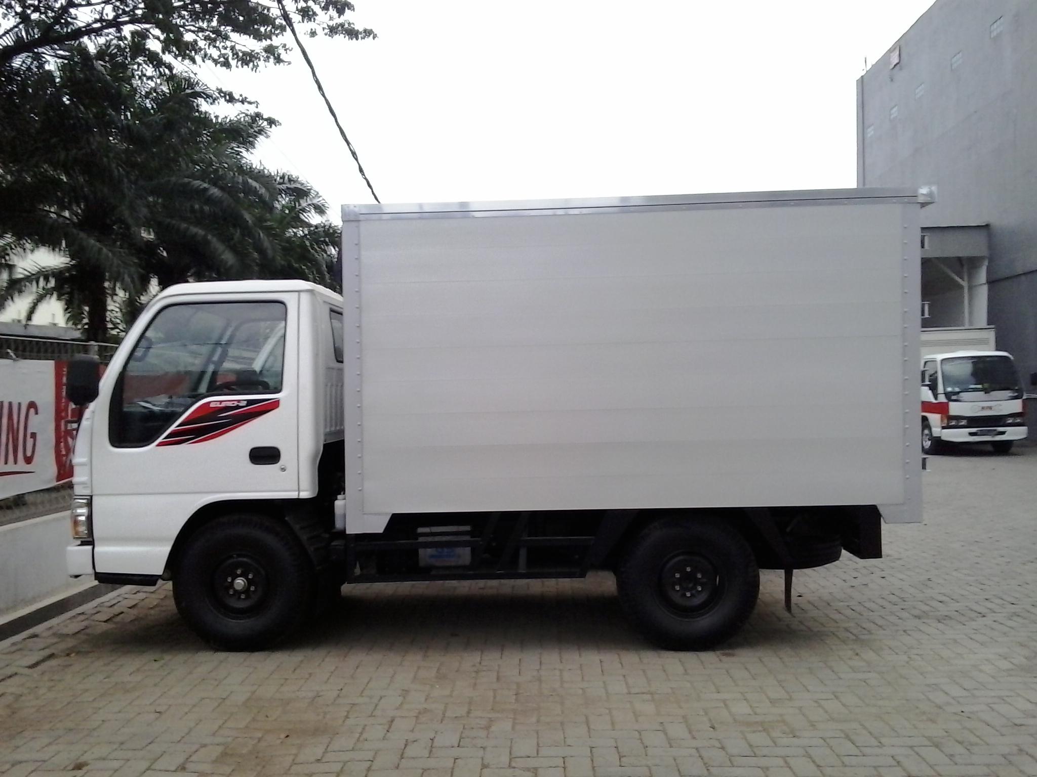 Mobil Box Isuzu elf